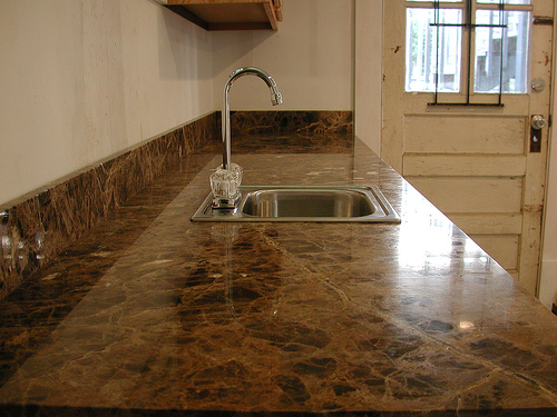 resurfacing-old-kitchen-countertop